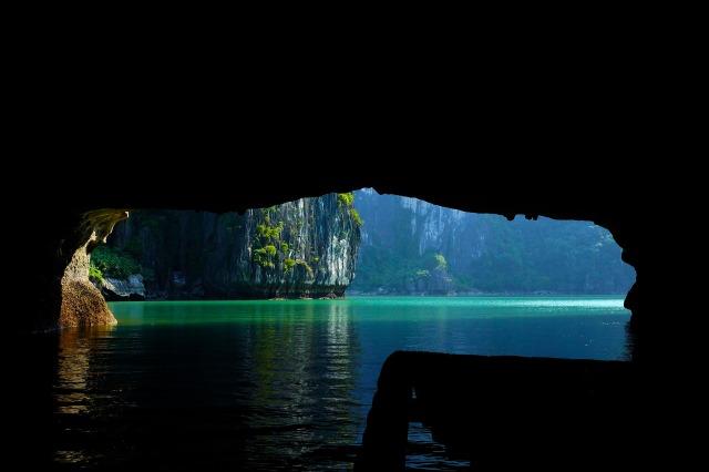 halong-bay-vietnam-593839_1920 cave